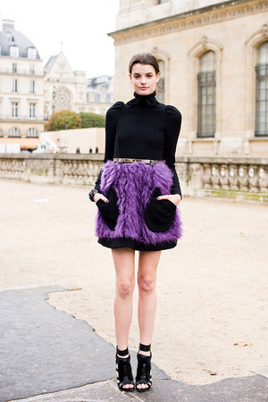 amethyst fur skirt - black shirt - black leather heels