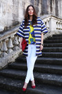 Blue-parosh-coat-white-mavi-jeans-red-verdementa-bag-yellow-parosh-t-shirt