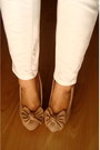 White-pants-light-pink-shirt-neutral-heels-white-belt