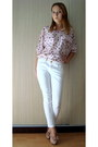 Light-pink-shirt-neutral-heels-white-pants-white-belt