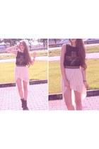 beige skirt - brown boots - black t-shirt - gold belt