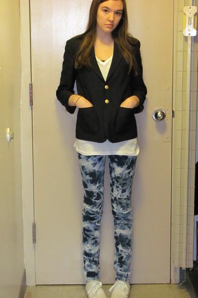 White Keds Shoes, Blue Jake Jeans Jeans, White Rue 21 Ts, Shirts ...