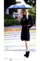 carrot orange chain  leather Orange belt - black classic trench Burberry coat