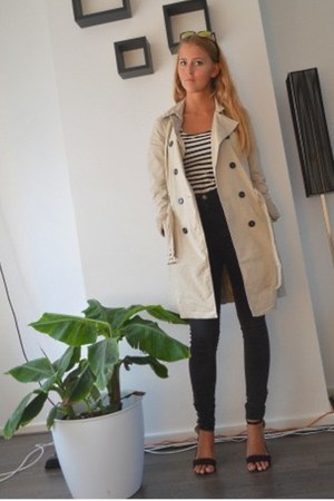 black high waisted jeans - beige trench coat - white striped top - black heels