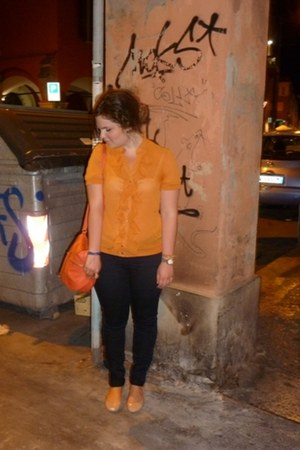 navy Oviesse jeans - carrot orange H&M bag - nude patent leather Bershka flats -