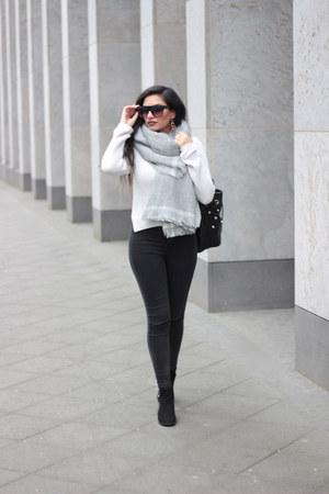 periwinkle Twinkle Deals scarf - black Zara boots