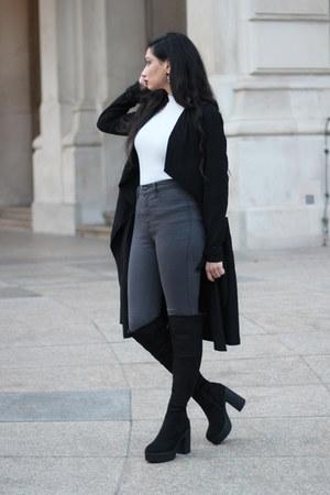 gray Stradivarius jeans - black schuhtempel boots