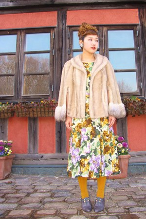 vintage floral dress - mustard tights - cape - heels