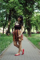 skirt - dark brown top - necklace - coral flats
