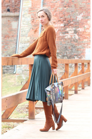 brick red gabs bag - burnt orange Lazzarini boots - forest green Bershka skirt
