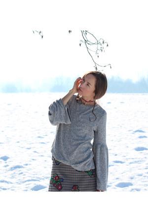charcoal gray Zara skirt - heather gray Zara top