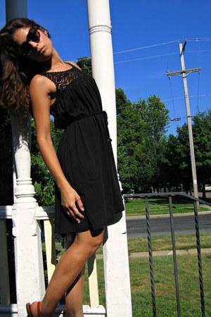 H&M dress - Karen Walker sunglasses - Gap flats