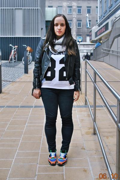H&M jacket - Primark jeans - H&M scarf - Primark sweatshirt - Zara sneakers
