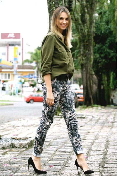 Forest-green-military-zara-shirt-pink-floral-zara-pants_400