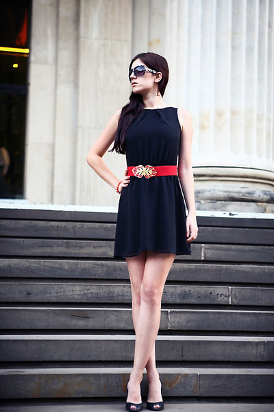 moms belt - black asos dress - silver I am sunglasses