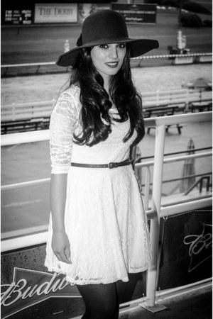black Barefoot Contessa hat - white lace asos dress