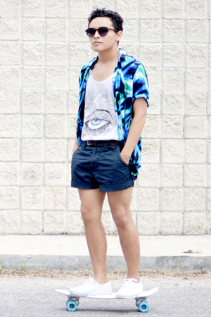 Antifashion top - Imsopale shirt - vintage shorts - zeroUV sunglasses