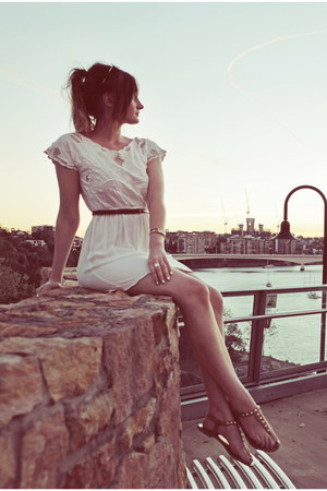 white crochet detail Mooloola dress - brown leather vintage belt
