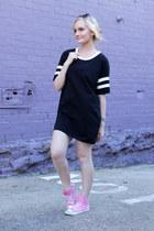 black ids dress - bubble gum Converse sneakers