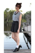 pleated skirt romwe skirt - Charcoal top - Wittner heels