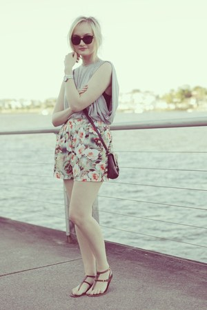 green chicabooti shorts - heather gray cameo top - brown Wittner sandals