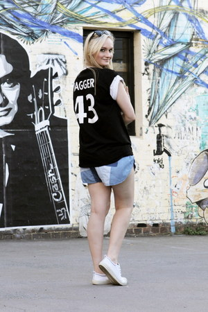 blue Somedays Lovin shorts - black Millie Love Min t-shirt