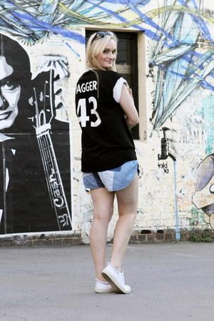 blue Somedays Lovin shorts - black Millie Love Min t-shirt