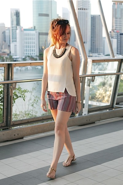 beige Mossman top - coral Charcoal shorts - tan Lipstik sandals
