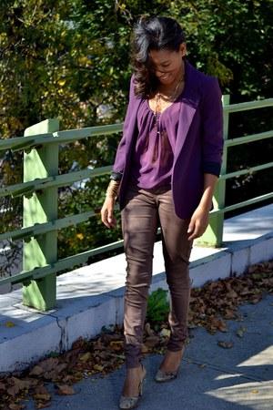 maroon sheer top - light brown snakeskin shoes - brown glitter jeans