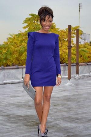 charcoal gray shoes - deep purple dress