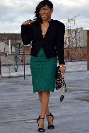 dark green skirt - black sweater - black heels