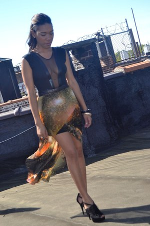 burnt orange galaxy romwe skirt - black sheer shoes - black sheer top