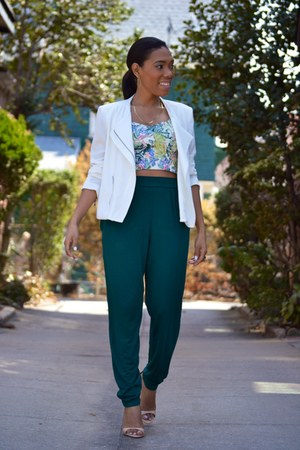 light blue floral print Century 21 top - white zip unknown blazer