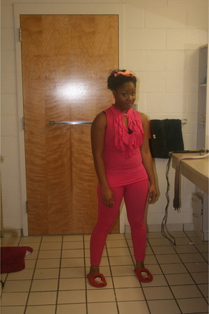 pink shirt - pink leggings