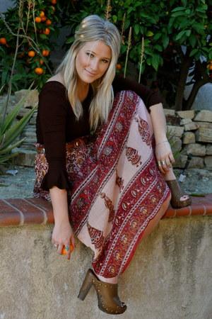 Hard Tail top - thrifted skirt - vintage belt - stuart weitzman clogs
