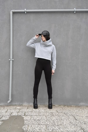 black flatforms deezee boots - black cap Kaszkiet hat - black Junker leggings