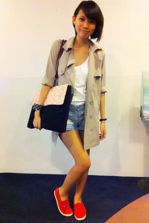 beige trench coat coat - red slip on Forever 21 shoes - ruby red bag
