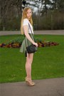 Black-disco-tassel-bag-tan-pointed-suede-pumps-camel-chain-lioness-necklace