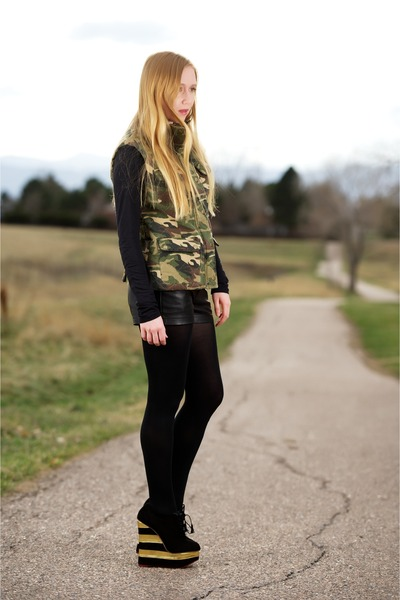 army green quilted camo vest - black pocket leather shorts
