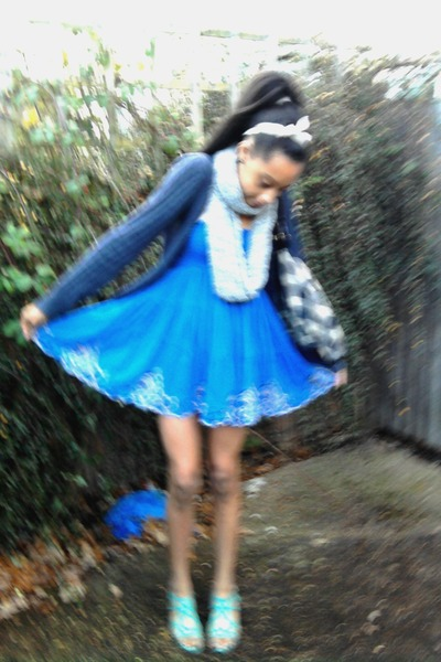 blue flowy Miss Selfridge dress - silver wrap-around Matalan scarf