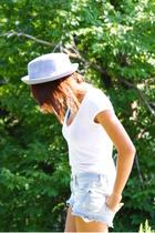 H&M shirt - Bershka shorts - Vintage crown hat