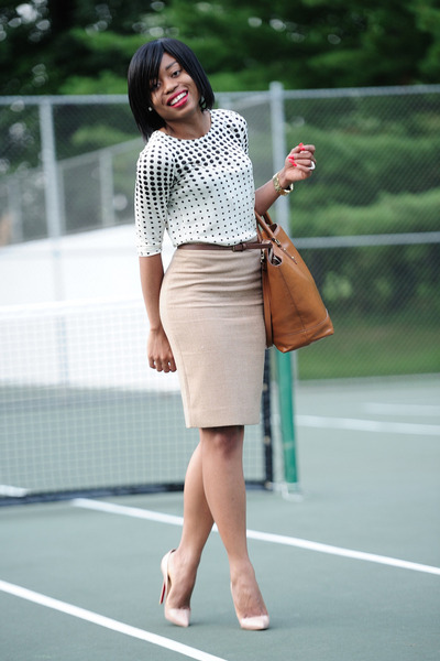 beige polka dots Jcrew top - tawny Zara bag - beige Christian Louboutin pumps
