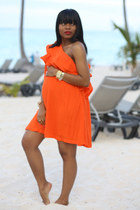 carrot orange ruffles asos dress - camel ray-ban glasses