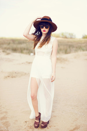 ivory dress - tawny hat - dark brown heels