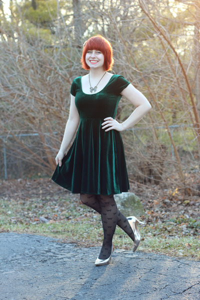 gold rose gold pumps Comfort Plus heels - forest green modcloth dress