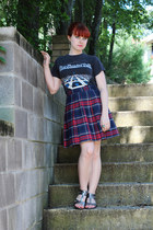 gray vintage t-shirt - navy pleated plaid thrifted skirt