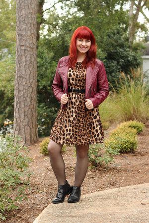 brown leopard print Boohoo dress - black ankle Boohoo boots