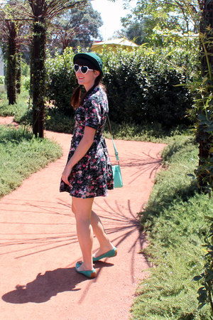 floral print vintage dress - forest green vintage hat - aquamarine DV flats