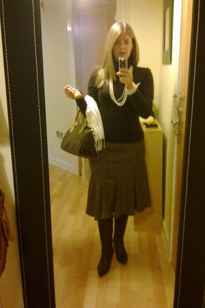 brown Therapy skirt - brown no idea boots - brown no idea sweater - white Primar