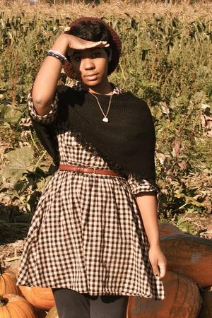 beige H&M dress - black Secondhand top - blue Secondhand leggings - purple Urban